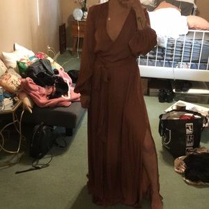 Brown mexi dress with a side slit on the right.